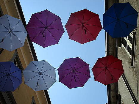 Ombrelli a Pontremoli by Daniela Johnson