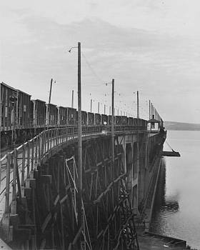 Chicago and North Western Historical Society - Ore Hoppers Line Dock