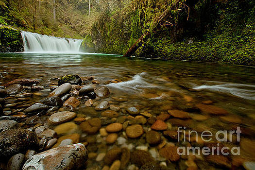 Oregon Punchbowl Waterfall by DS Dodd