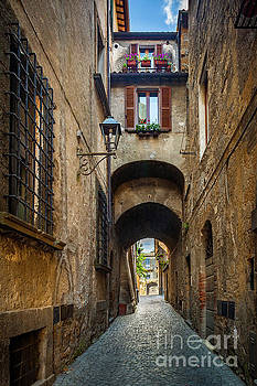 Orvieto Alley by Inge Johnsson