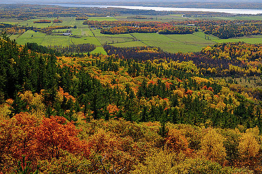 Reimar Gaertner - Ottawa River valley in Fall at Tawadina Lookout at end of Blanch