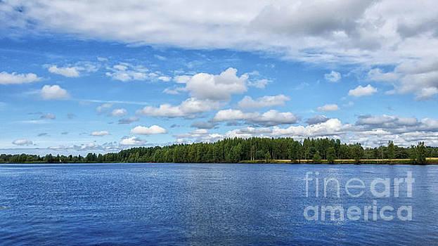 Oulujoki river in Oulu, Finland. by Cesar Padilla