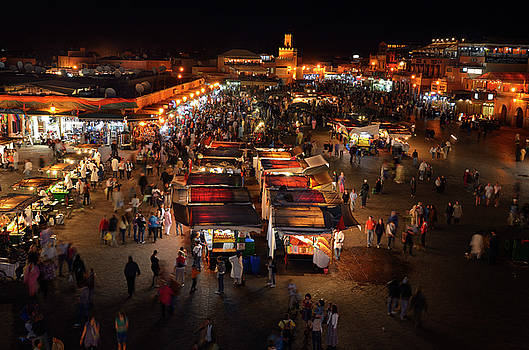 Reimar Gaertner - Overview of food vendors and shops at night in Place Djemaa el F