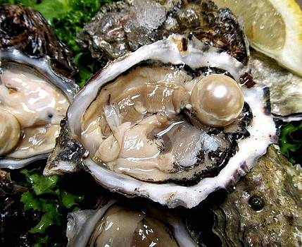 Oysters And Pearl by Teo Alfonso