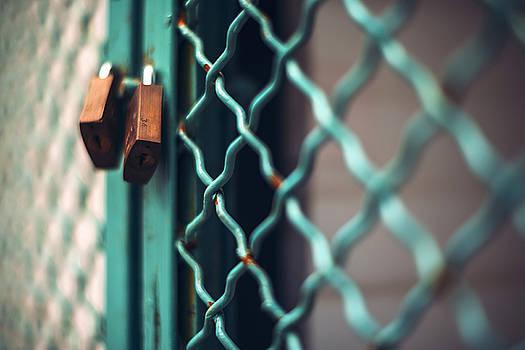 Eduardo Huelin - Padlock on metal cage door