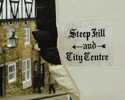 Jacek Wojnarowski - Painted Sign Directing Pedestrians to Steep Hill and the City Centre