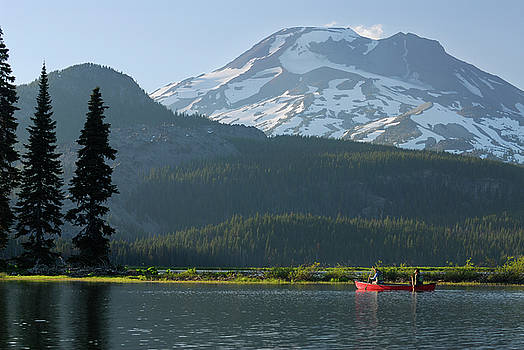 Reimar Gaertner - Pair of canoers on Sparks Lake Deschute National Forest