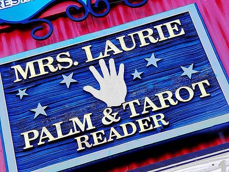 Elizabeth Hoskinson - Palm Reader