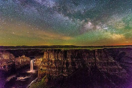 Palouse falls with Milky way by Hisao Mogi