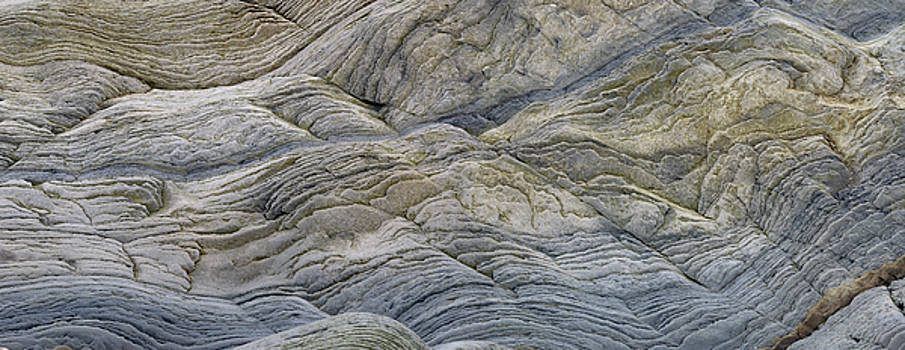 Reimar Gaertner - Panorama of abstract pattern of wavy sedimentary layers of stone