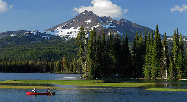 Reimar Gaertner - Panorama of canoers on Sparks Lake under Broken Top in Oregon