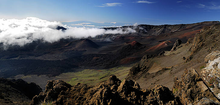 Reimar Gaertner - Panorama of Haleakala cinder cones and Hawaii volcano from Maui