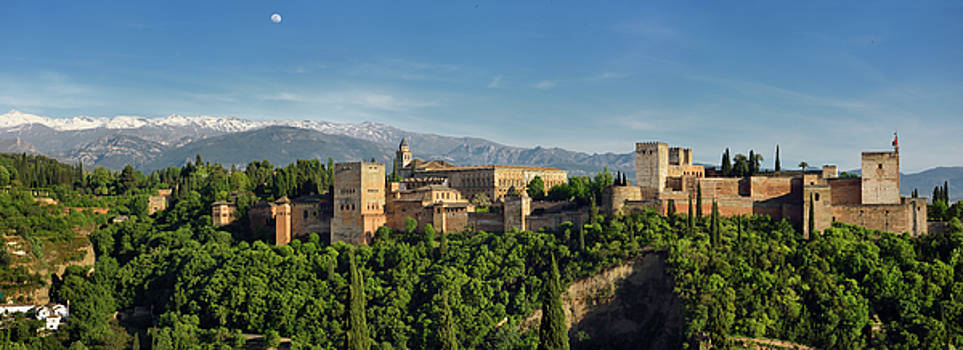 Reimar Gaertner - Panorama of snow on Sierra Nevada Mountains and Alhambra Palace