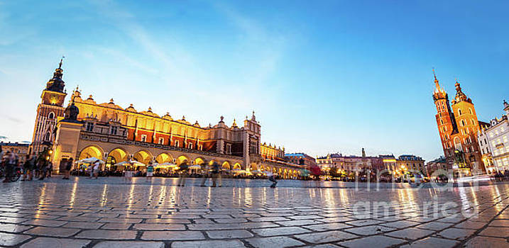 Michal Bednarek - Panorama of the main old town market of Cracow
