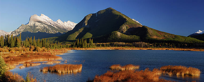 Reimar Gaertner - Panorama of third Vermillion Lake with Mount Rundle and Sulphur