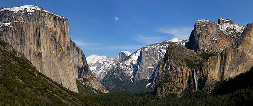 Reimar Gaertner - Panorama of Yosemite Valley from Tunnel View in the evening with