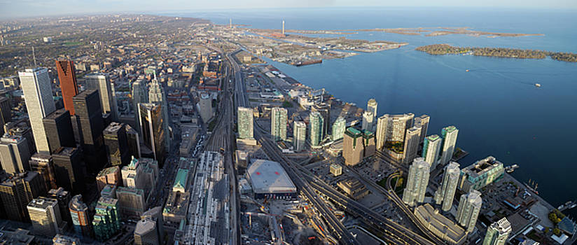 Reimar Gaertner - Panoramic arial view of Toronto financial district and Harbourfront