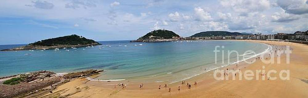 Panoramic view of beautiful beach, San Sebastian, Spain  by Akshay Thaker 'PhotOvation'