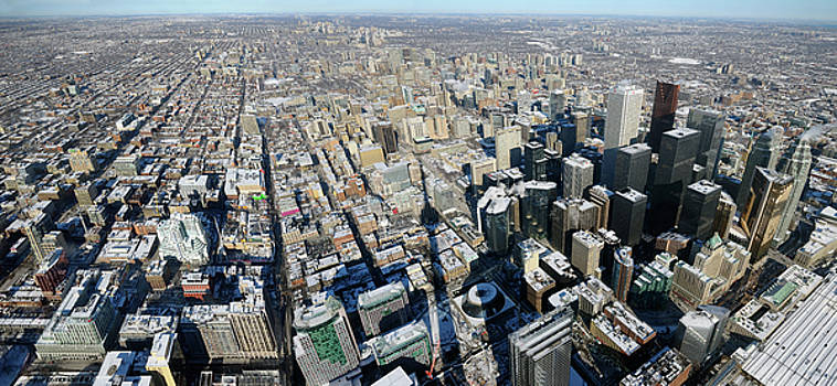 Reimar Gaertner - Panoramic view of downtown highrises and Toronto North in winter