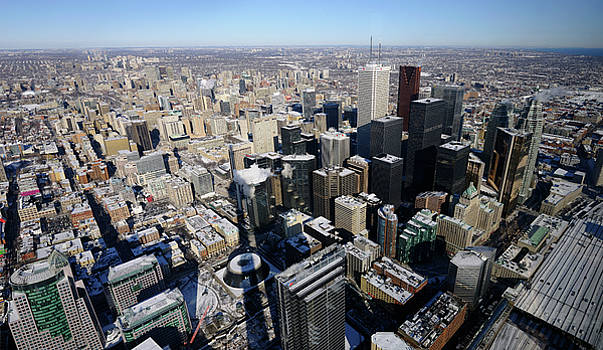Reimar Gaertner - Panoramic view of downtown highrises and Toronto Northeast in wi