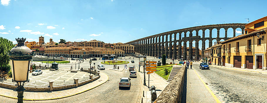 Eduardo Huelin - Panoramic view of the famous ancient aqueduct in Segovia Spain