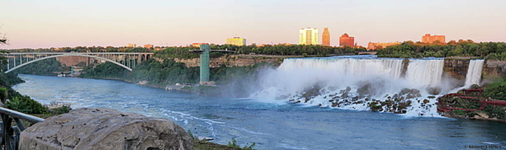 Simply Photos - Panoramic Views of the Peacebridge, Niagara River and American Falls