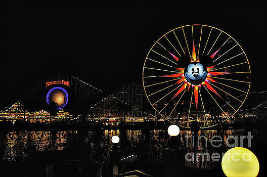 Paradise Pier and Mickey's Fun Wheel by Peter Dang