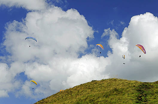 Paragliders Above  Mam Tor by Rod Johnson