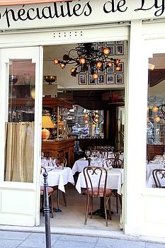 Parisian Dining by Sean Flynn
