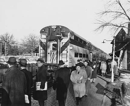 Chicago and North Western Historical Society - Passengers Disembarking at Glencoe Illinois Station - 1959