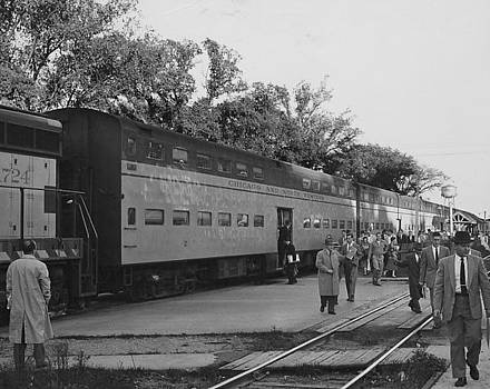 Chicago and North Western Historical Society - Passengers Exit Train - 1958