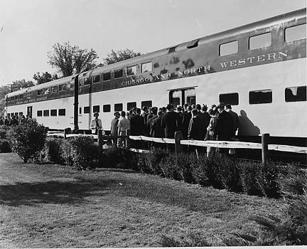 Chicago and North Western Historical Society - Passengers Line Up for Chicago and North Western Trip