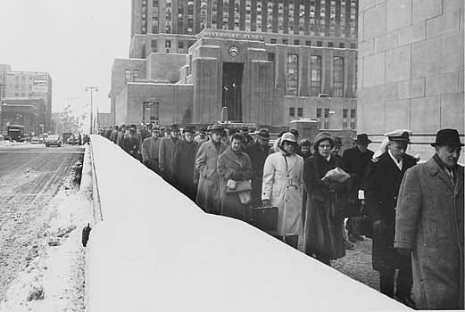 Chicago and North Western Historical Society - Passengers Pour Into Chicago