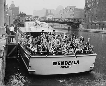 Chicago and North Western Historical Society - Passengers Wave From Wendella Boat - 1962