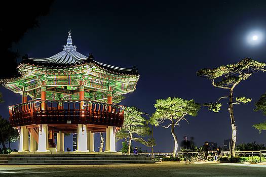 Pavilion by Hyuntae Kim