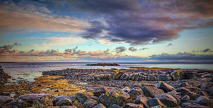 Pebbles and sky  #h4 by Leif Sohlman