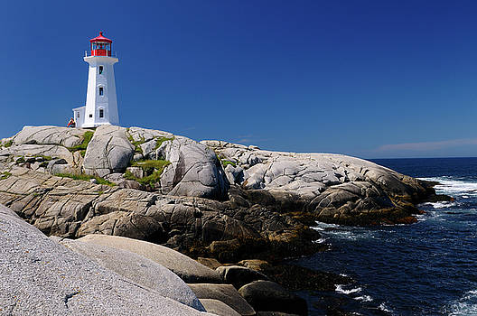 Reimar Gaertner - Peggys Cove Nova Scotia lighthouse on smooth granite rocks with