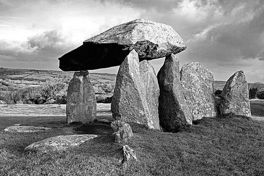 Pentre Ifan Burial Chamber by Bob Kemp
