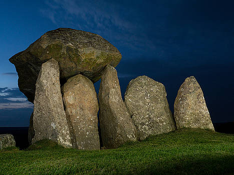 Pentre Ifan  by Richard Hayman