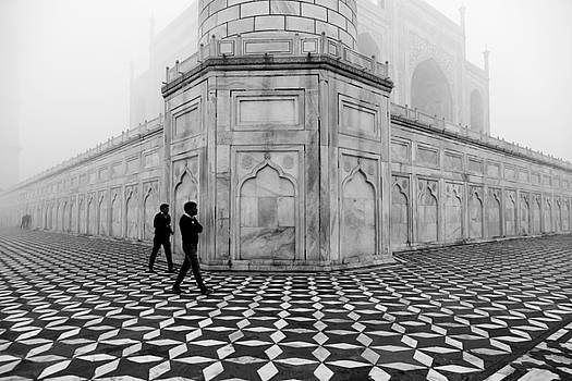 Mahesh Balasubramanian - People Walking in Taj Mahal
