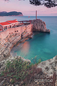 Petrovac cliff top fortress by Sophie McAulay
