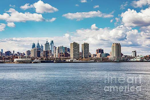 Philadelphia Skyline by Leslie Banks