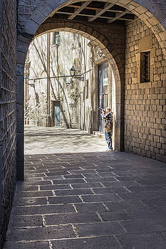 Photo-travelling through the medieval city by Yana Reint