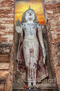 Adrian Evans - Phra Attharot Buddha
