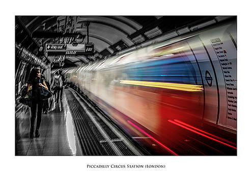 Piccadilly Circus Station by Phil Fiddyment