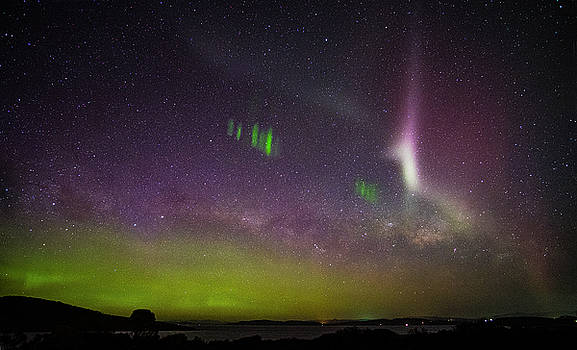 Picket Fences and Proton Arc, Aurora Australis by Odille Esmonde-Morgan