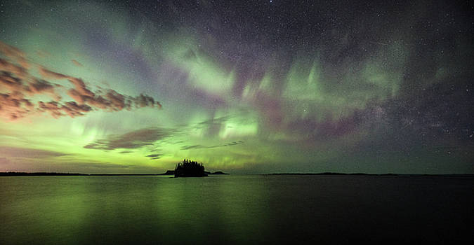 Picnic Point Aurora Pano, May 28, 2017 by Jakub Sisak