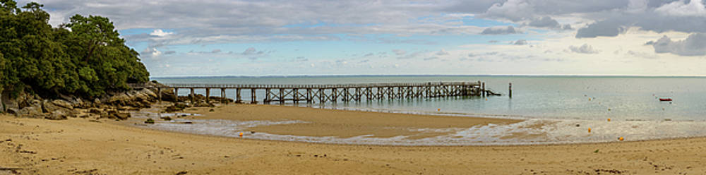 Pier at Plage des Dames in Noirmoutier by Dutourdumonde Photography