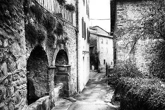 Pieve di Monti di Villa - impressionist street photography by Frank Andree