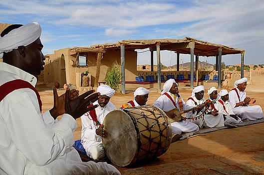 Reimar Gaertner - Pigeons du Sable Gnawa musici group in white turbans and jellaba